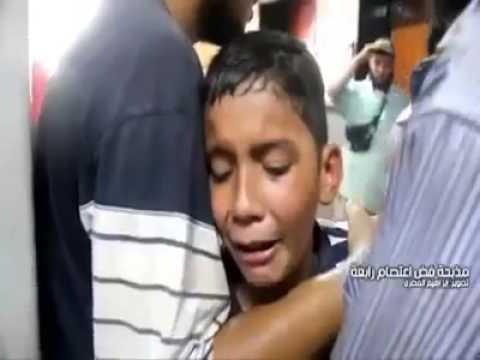 طفل قتلت والدته أثناء فض إعتصام رابعة العدوية من قوات الشرطة والجيش بالقوة .. شاهد الفيديو: