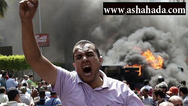 بالفيديو والصور مبنى محافظة الجيزة تحت سيطرة الأهالي الغاضبين .. إختفاء تام للشرطة والجيش
