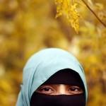 هل يشترط على المرأة أن يكون لون الحجاب أسود