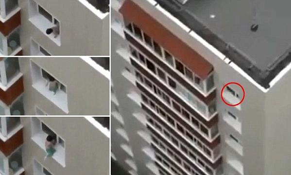 فيديو مرعب لطفل يلهو ويلعب على حافة السقوط المميت بنافدة في الطابق الثامن