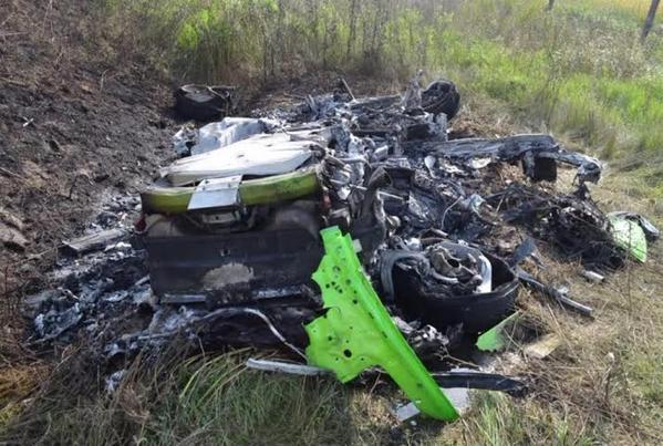 """نجاة قائد سيارة """"لامبورجيني"""" فقد السيطرة عليها وهي بسرعة 335 كلم بالفيديو"""