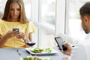 لا تستخدم الهاتف اثناء تناول الطعام